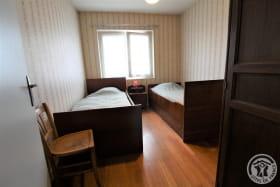 Gîte à l'étage de La Panoncelière à Rontalon dans les Coteaux du Lyonnais (Rhône): la chambre (2 lits 1 personne).