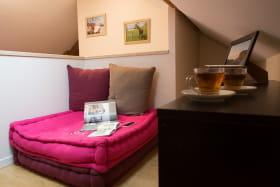 Espace salon-détente - Suite L'étoile à L'émeraude des Alpes, chambre d'hôtes du Désert en Chartreuse
