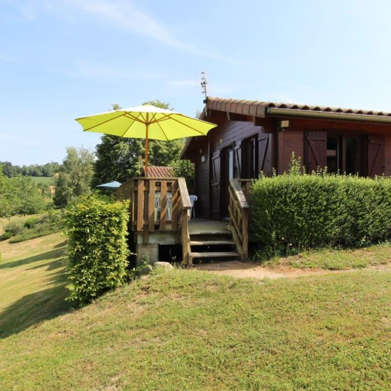 Chalet-Gîte du Plan d'eau d'Azole (Gîte N° 6) à Propières (Rhône - Beaujolais Vert)