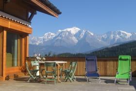 Une belle terrasse propice au farniente, vue Mont-Blanc