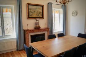 Gîte 8 personnes à Charentay - Route de St Pierre dans le Beaujolais - Rhône : la salle à manger.