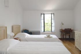 Le Logis de Marie à Pommiers dans le Beaujolais (Rhône) : la chambre avec 2 lits.