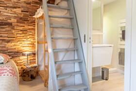 Salle d'eau et accès étage