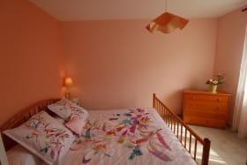 Gîte des Saignes à Beaujeu (Rhône - Beaujolais) : la chambre (1 lit 2 personnes).