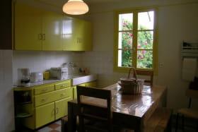 Gite Les Chaussons d'Arlequine à Dompierre sur besbre, la cuisine