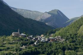 Mizoën, le village à 2,5 km.