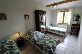 Gîte 'Le Chêne du Py' à Villié-Morgon (Rhône - Beaujolais vignobles - proximité de Belleville sur Saône) : la Chambre 'Le Terroir' pour 3 personnes.