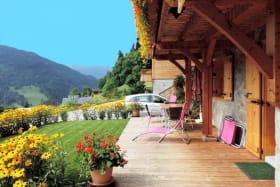 La terrasse et la pelouse privatives