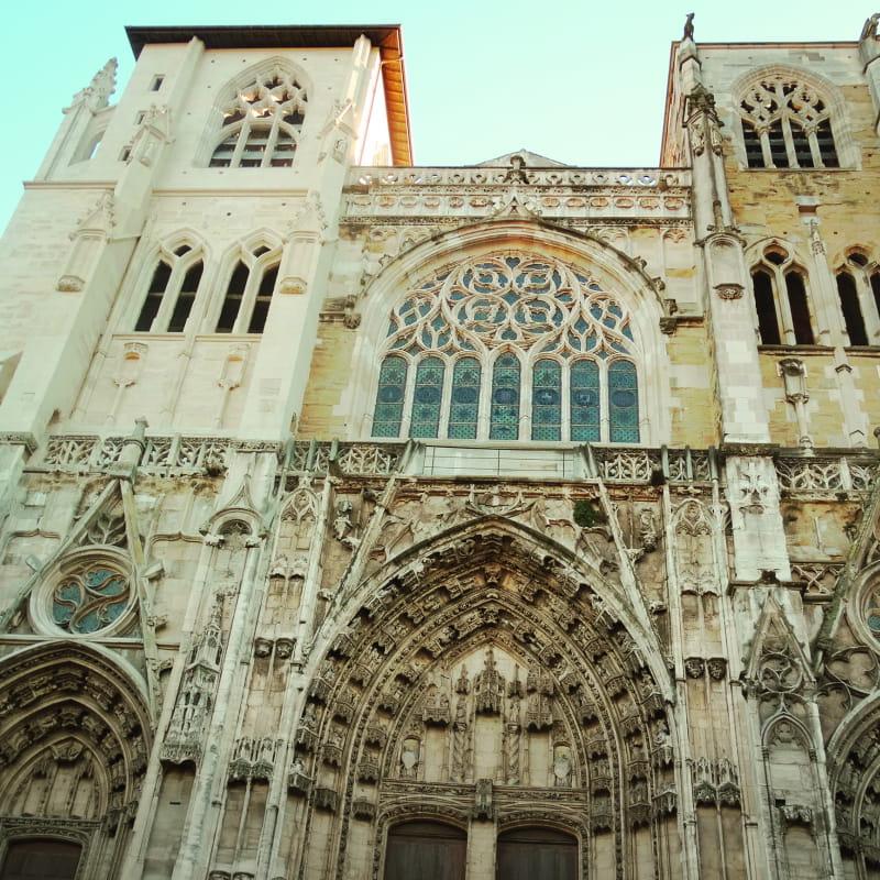 Façade de la cathédrale Saint-Maurice