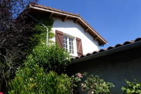 Gîte 'Le Grenier des Vignes Rouges' à Brindas (Rhône - Ouest Lyonnais) : façade.