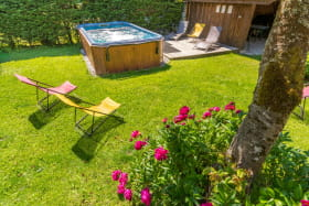Alps Accommodation - Chalet Moccand