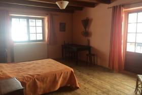 Chambre premier étage lit double vue sur Aravis
