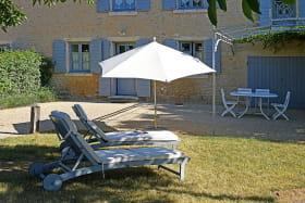 Le Logis de Claudine à Pommiers dans le Beaujolais (Rhône) : le jardin.