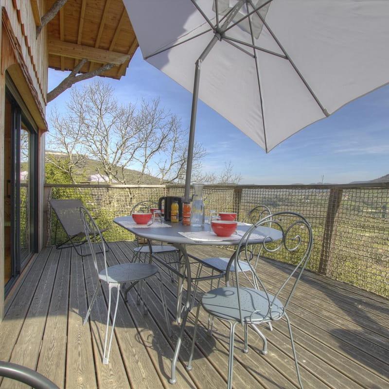 Très belle terrasse pour profiter de cette magnifique vue et se reposer.