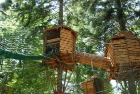 Cabanes perchées au Parcours Aventure Trièves