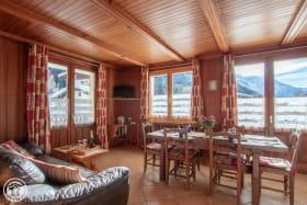 salle à manger, accès au balcon, plein sud, vue sur la chaîne du mont-blanc