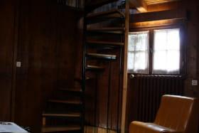 Escalier en colimaçon qui dessert les étages