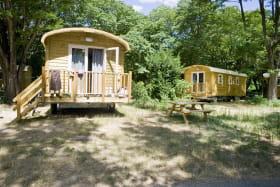 Roulottes au camping Huttopia le Moulin