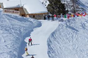 Sur le domaine skiable de Val Cenis, piste de l'Arcelle (secteur Lanslevillard), l'accès au restaurant d'altitude La Ranôva