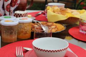 Les Chambres de l'Ouest à Longessaigne (Rhône - Monts du Lyonnais): petits déjeuners.