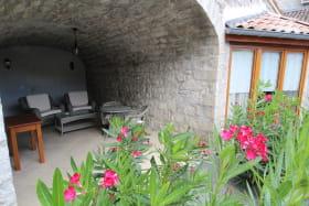 Terrasse couverte et privative au gîte