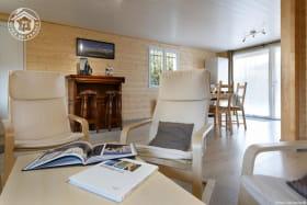 Belle pièce de vie avec le coin-cuisine (42 m²)