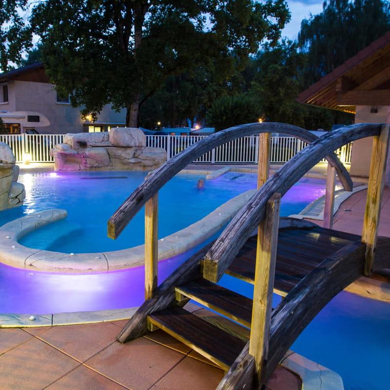 piscine nuit lac bleu doussard