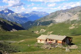 Vue estivale sur le refuge du Mont Thabor