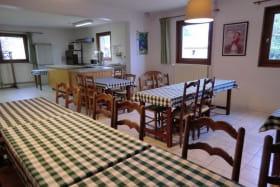 Tables pour les repas de groupe ou en famille