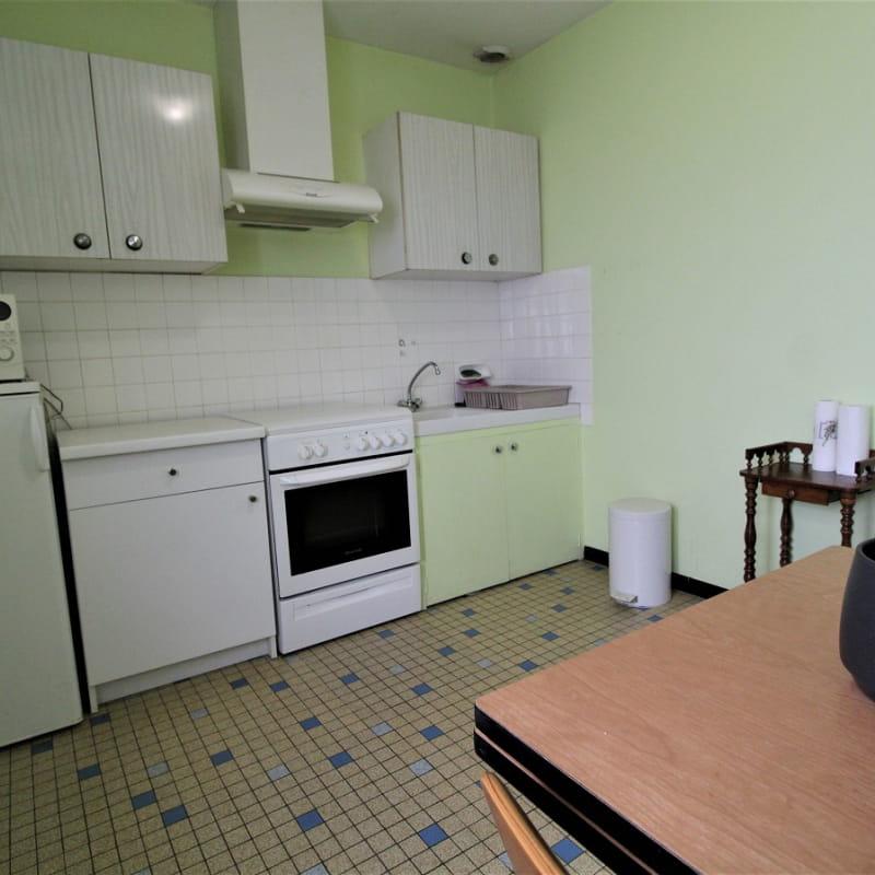 Gîte à l'étage de La Panoncelière à Rontalon dans les Coteaux du Lyonnais (Rhône): la cuisine.