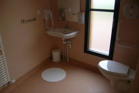 Chambres du bourg à Châtelus dans l'allier en AUVERGNE, salle d'eau
