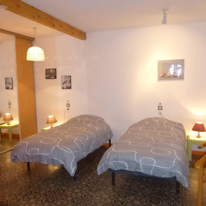 la chambre avec lits séparés