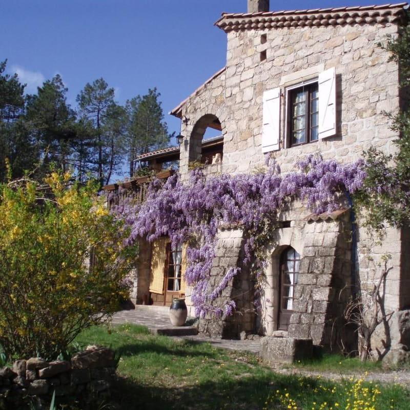 le Mas du Tracol au printemps Ardèche