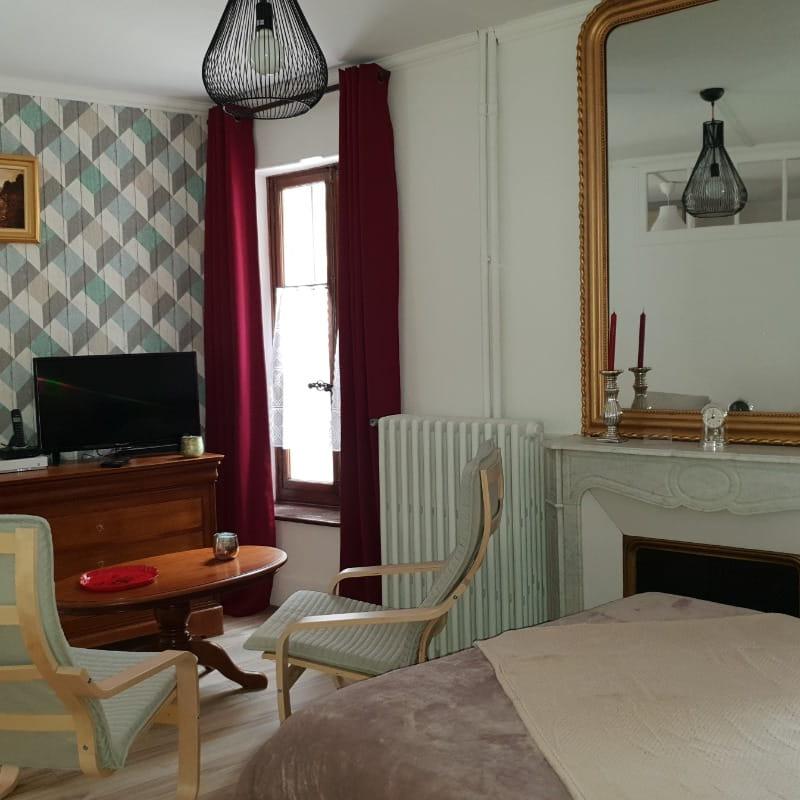 La pièce de vie : AU JULLIARD, Studio de charme au coeur du centre ville d'Aix les Bains en Savoie pour 2 personnes - Wifi gratuit