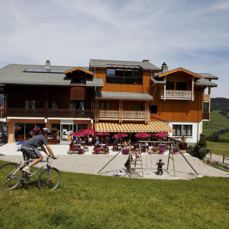 Hôtels Les skieurs