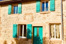 La façade du gîte Provence avec une double exposition: est et ouest.