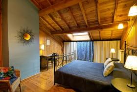 Chambre bleue, au premier étage avec 1 lit 160.