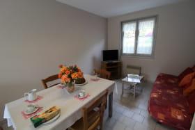 Gîte des Saignes à Beaujeu (Rhône - Beaujolais) : le séjour et coin-salon.