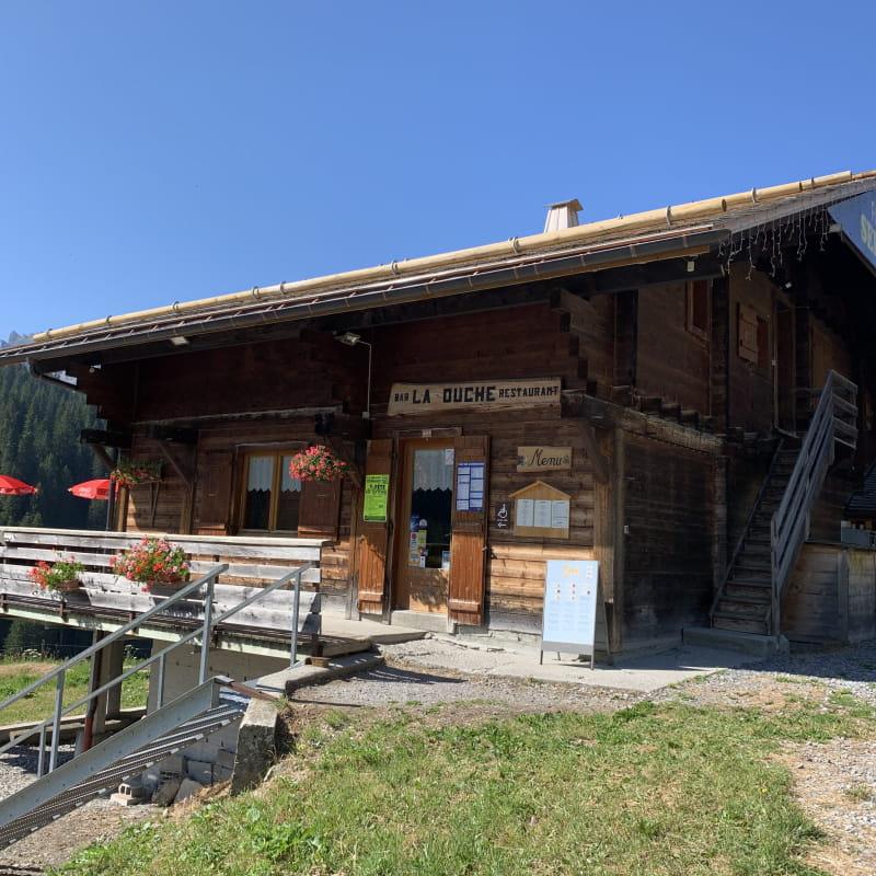 Restaurant d'altitude d'été La Duche sur la route du Col des Annes