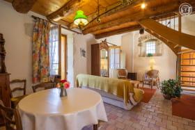 Bienvenue dans votre gîte....Pensez-vous fouler au sol d'authentiques carreaux de terre cuite, faits main, séchés au soleil du XVIIIéme ???