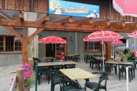 Ferme restaurant avec salle donnant sur l'étable