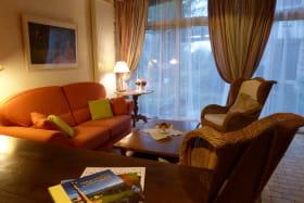 Gîte 'La Clef des Champs' à Pollionnay (Rhône - Ouest Lyonnais): le salon pour lire ou regarder un bon film