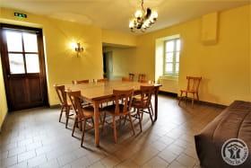 Gîte d'Etape et de Séjour - 10 personnes à Saint Marcel L'Eclairé - Haut Beaujolais, dans le Rhône : le séjour.