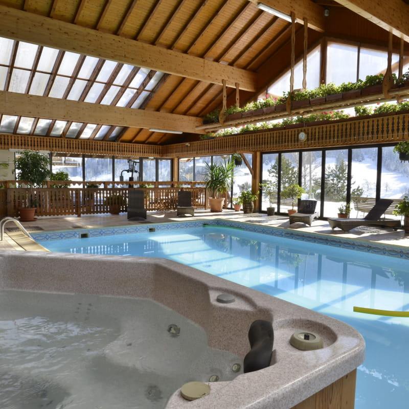 spa-jacuzzi-piscine-hotel-le-ferraillon