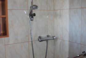 location 2étoiles aixlesbains Crespat salle de bain