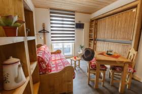 Possibilité couchage 2 personnes dans canapé OU lits rabattables pour 2 x 1 personne