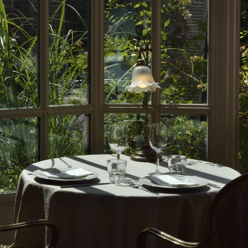 En verrière, dans le jardin ou bien le salon - Salon de Thé - Le Clair de la Plume