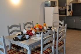 Gîte des Grenades à Toussieu (Rhône, Sud-Est de Lyon) : l'espace repas.