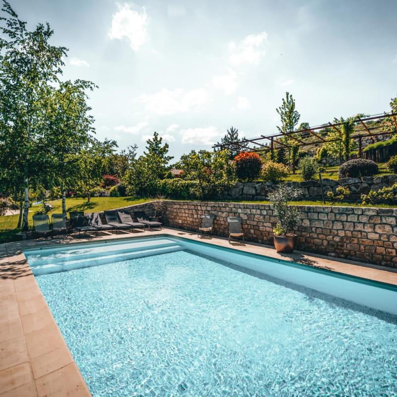 Gîte pour 10 pers. avec sa piscine privative & chauffée de mi-mai à fin septembre. @les_fermes_ardechoises_