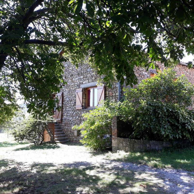Ecogîte 'Chez Odile et Georges' à Condrieu (Rhône - Pilat) : entrée... Calme et fraicheur à la campagne !